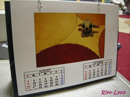 裏側には、今回も前後の月の暦が。