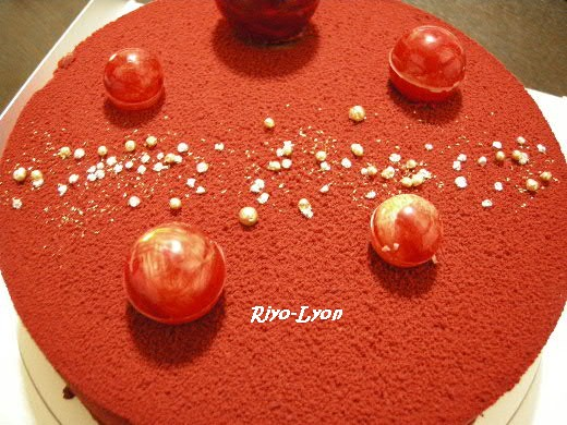 オープン☆ ・・・左上が少し歪んでるのは、箱からケーキを出す時にしくじった(´Д`;)